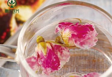 食用干玫瑰花有保质期吗,干玫瑰花泡水的注意事项 - 滋补养身产品